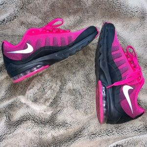 Women's Nike Air Max Invigor Print Athletic